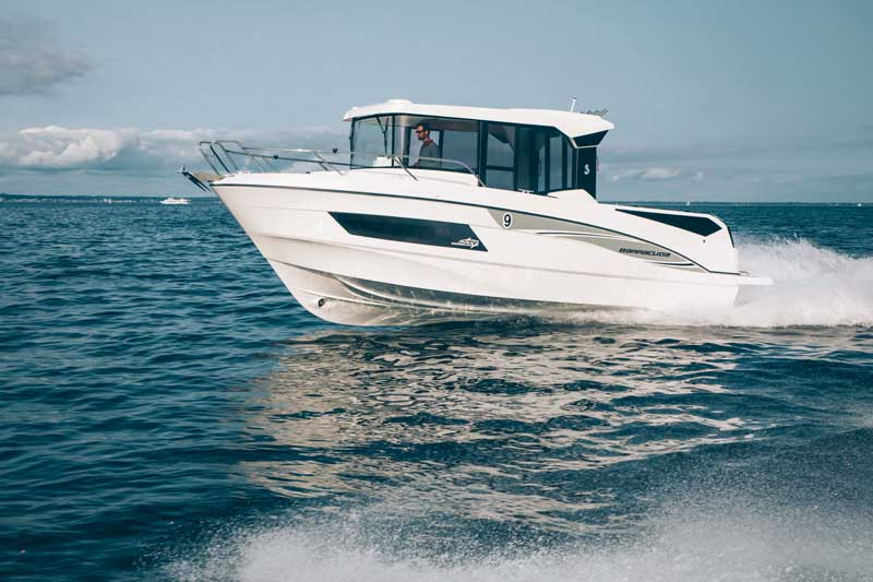 With its four-seat forward lounge, large walkways and protective pulpits, the Barracuda 27 delivers both safety and comfort. Her panelled freeboards promise comfort during fishing trips, while a starboard side access gate makes drawing alongside and climbing aboard easier. With the latest Airstep® hull, the Barracuda 27 is as comfortable to live aboard as it is easy to handle. Powered by two engines delivering up to 500 hp, two fuel tanks are available. You can confidently put out to sea with up to 10 people on board. Beneteau America will have the Barracuda on Dock F2, along with the Azure 27, GT 40, MC 5, Swift Trawler 30, and Swift Trawler 44.