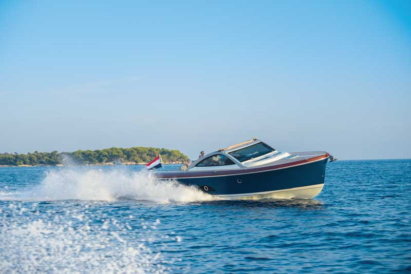At wide open throttle with a full tank and five adults aboard we were showing a speed of 39.5 knots on the GPS.