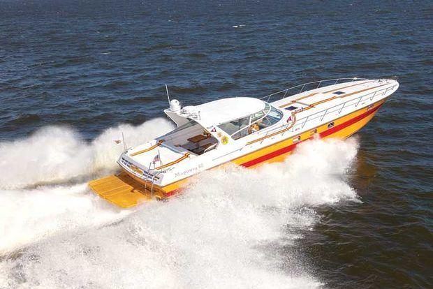 Li'l Purely Pleasure, a rare 4000-hp Magnum 60, at speed on Chesapeake Bay. Photo by Mark Wieland