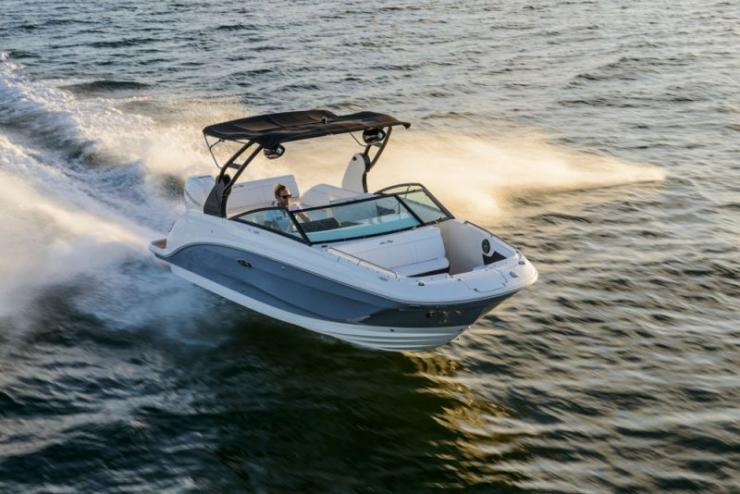 The Sea Ray SDX 250 Outboard deck boat is the latest introduction from this epic builder.