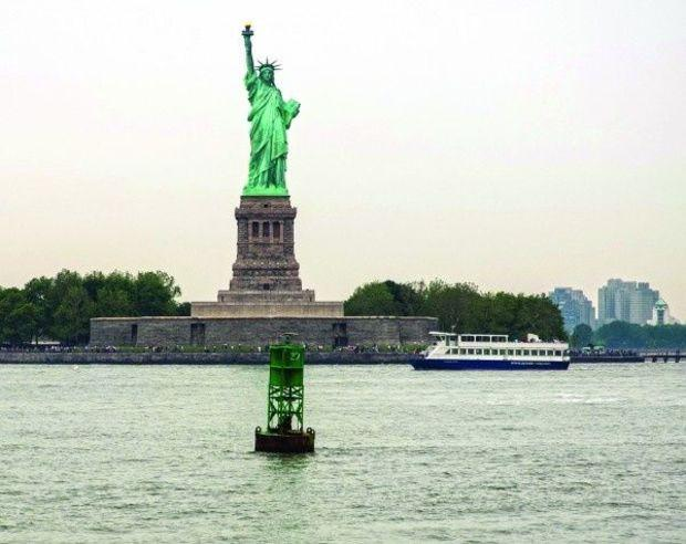A favorite anchorage of many Loop cruisers is on the Hudson River behind the statue of Liberty